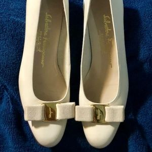 Salvatore Ferragamo Bone Bowtie Low Heels 7.5 AAA